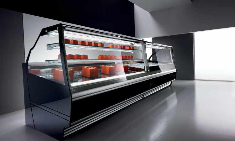 Elettra, vetrina pasticceria con impianto refrigerante ventilato