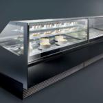 Magnum, vetrina pasticceria con vetri alti/bassi, piano inclinato