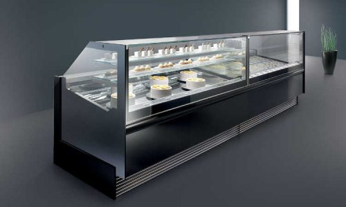 Magnum, vetrina gelateria, pasticceria e pralineria